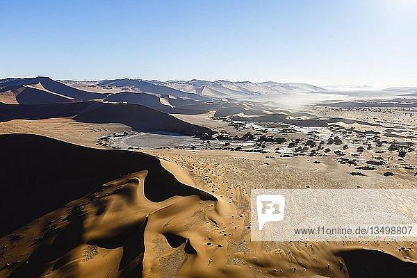 Luftaufnahme  Sossusvlei  Namib-Naukluft-Nationalpark  Namibia  Afrika