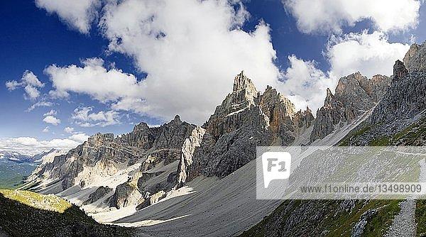 Die Gipfel der Puez Gruppe mit Piz Duleda im Nationalpark Puez-Geisler  Wolkenstein  Südtirol  Italien  Europa