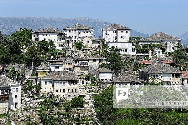 Typische Steingebäude  Ortsansicht  Gjirokastra  Albanien  Europa