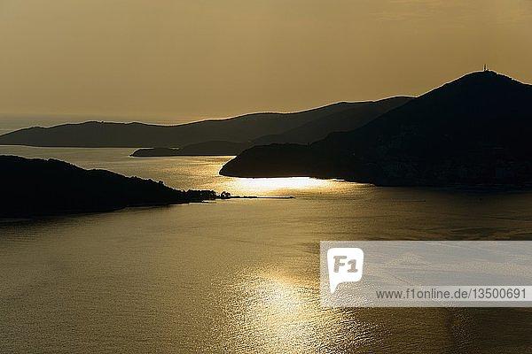 Sonnenuntergang an der Küste nahe Budva  Montenegro  Europa