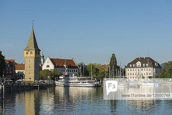 Hafen mit Mangturm  Lindau  Bodensee  Bayern  Deutschland  Europa