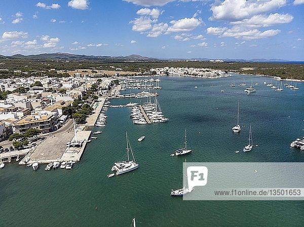 Luftaufnahme  Bucht  Hafen von Portocolom  Punta de ses Crestes  Potocolom  Mallorca  Balearen  Spanien  Europa