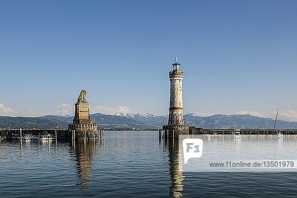 Hafen mit Leuchtturm  Lindau  Bodensee  Bayern  Deutschland  Europa