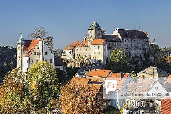 Ausblick auf Burg Hohnstein  Hohnstein  Elbsandsteingebirge  Sächsische Schweiz  Sachsen  Deutschland  Europa