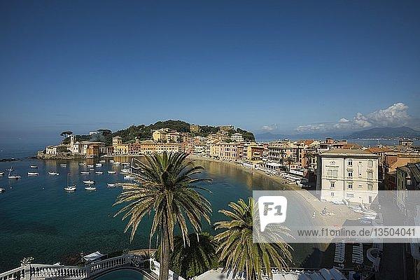 Ortsansicht mit Hafen in der Bucht Baia del Silenzio  Sestri Levante  Provinz Genua  Riveria di Levante  Ligurien  Italien  Europa