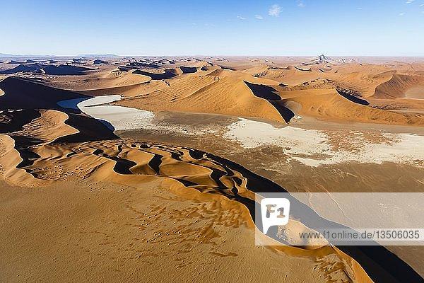 Luftaufnahme  Sterndüne im Sossusvlei Nationalpark  Namib-Naukluft-Nationalpark  Namibia  Afrika