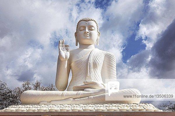 Buddha  Mihintale bei Anuradhapura  Sri Lanka  Asien