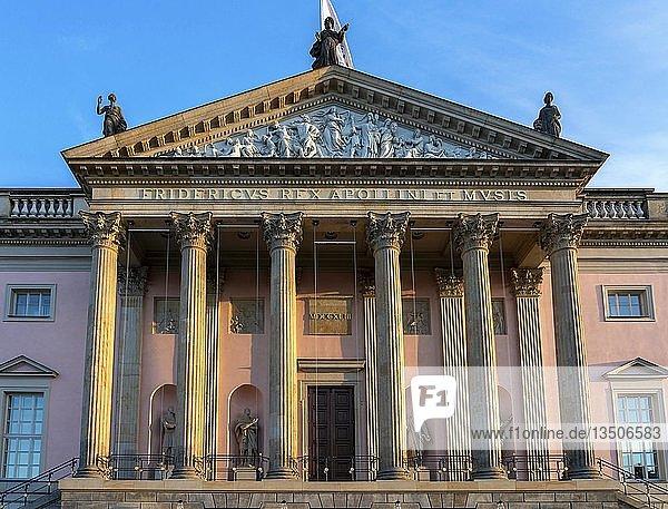 Deutsche Staatsoper  Unter den Linden  Berlin  Deutschland  Europa