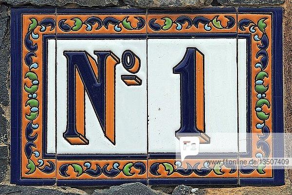 No. 1  Hausnummer aus Keramik  Teneriffa  Kanarische Insel  Spanien  Europa