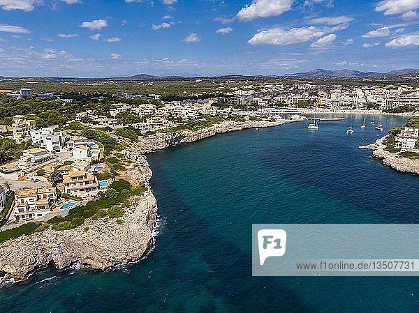 Drohnenaufnahme  Küste von Porto Cristo mit Naturhafen  Cala Manacor  Porto Cristo  Mallorca  Balearen  Spanien  Europa