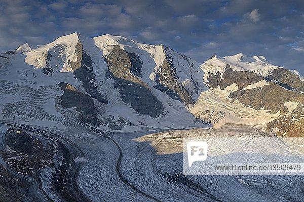 Berninagruppe im ersten Licht  Piz Palü  Bellavista  Persgletscher  Diavolezza  Ostalpen  Engadin  Schweiz  Europa