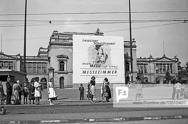 Leipziger Messe  Aufruf zur Vermietung von Zimmern  1947  Ruine des Neuen Theaters  Leipzig  Sachsen  DDR  Deutschland  Europa