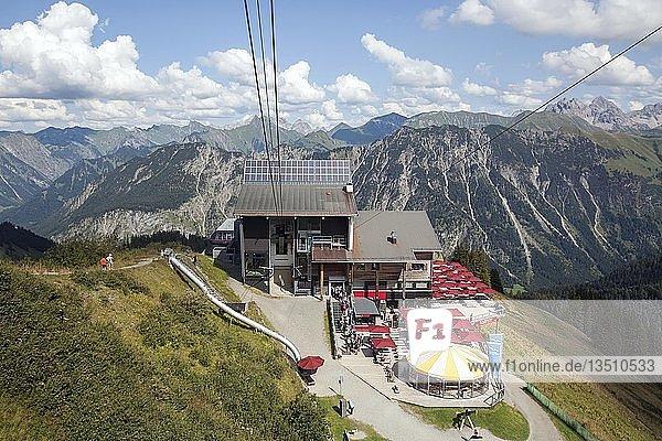 Seilbahn  Fellhornbahn  Station Schlappoldsee  Fellhorn  hinten Allgäuer Alpen  Oberstdorf  Oberallgäu  Allgäu  Bayern  Deutschland  Europa