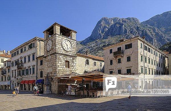Hauptplatz mit Uhrturm  Altstadt Kotor  Montenegro  Europa