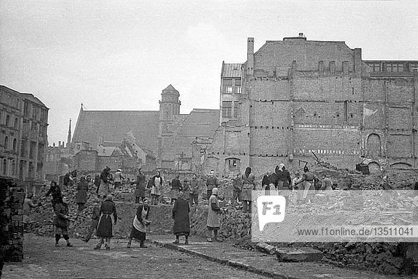 Beseitigung der Trümmer und Bergung von Baumaterialien  1947  Schlossgasse  Leipzig Sachsen  DDR  Deutschland  Europa