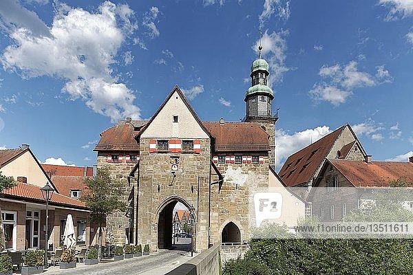 Nürnberger Tor  hinten Johanniskirche  Lauf an der Pegnitz  Mittelfranken  Franken  Bayern  Deutschland  Europa