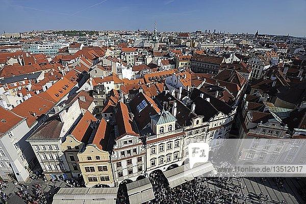 Blick vom Rathausturm über den Altstädter Ring  Altstadt von Prag  Tschechische Republik  Europa