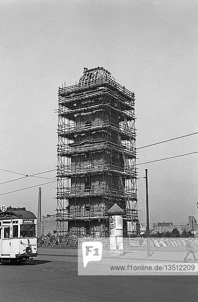 Sicherung des Turmes der Johanniskirche  1956  Johannisstraße  Leipzig  Sachsen  DDR  Deutschland  Europa