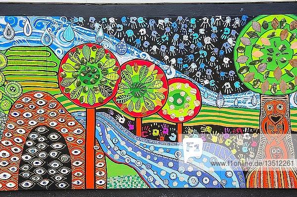 Hundertwasser Wandmalerei in Kawakawa  Nordinsel  Neuseeland  Ozeanien