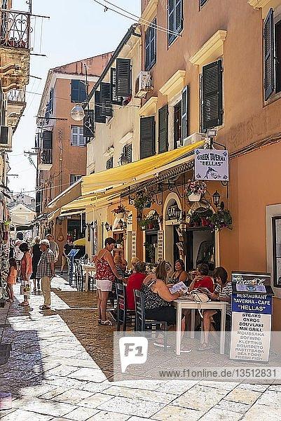 Restaurant  Taverne  Geschäfte  Altstadt  Kerkyra  Insel Korfu  Ionische Inseln  Griechenland  Europa