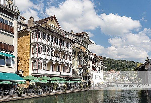 Häuser am Fluss Aare  Thun  Schweiz  Europa
