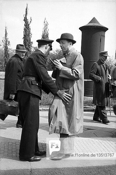 Polizeikontrolle  Schwarzmarkt  1948  Leipzig  Sachsen  DDR  Deutschland  Europa