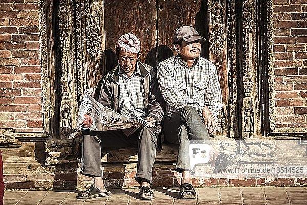 Zwei Männer  Patan  Kathmandu Tal  Nepal  Asien Zwei Männer, Patan, Kathmandu Tal, Nepal, Asien