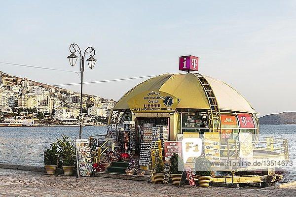 Touristeninformation  Uferpromenade  Saranda  Ionisches Meer  Albanien  Europa