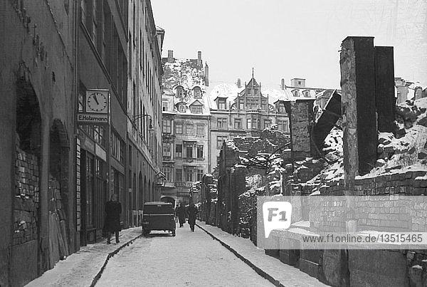 Strassenszene im Winter  1948  Böttchergässchen mit Blick zur Katharinenstraße  Leipzig  Sachsen  DDR  Deutschland  Europa