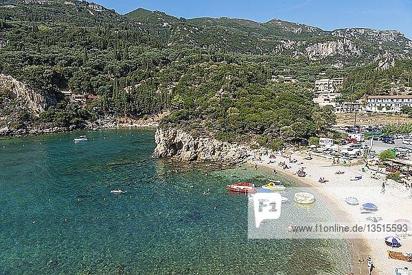 Strand  Badeort Paleokastritsa  Küste  Mittelmeer  Insel Korfu  Ionische Inseln  Griechenland  Europa