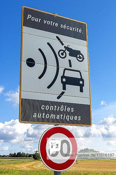 Verkehrsschild,  Geschwindigkeitsbegrenzung auf 80 km/h und Radarkontrolle,  Frankreich,  Europa