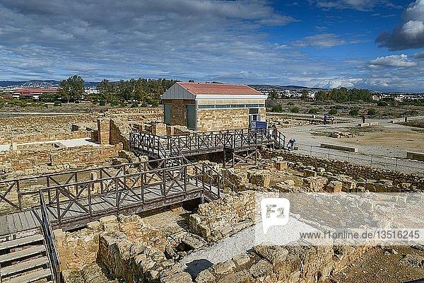 Haus des Theseus  hinten Haus des Aion  Ausgrabungsstätte  Archäologischer Park  Alt-Paphos  Zypern  Europa