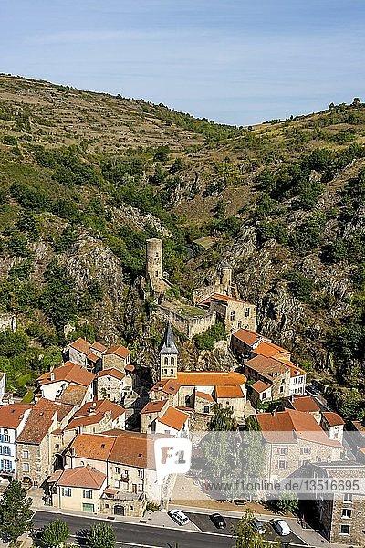Bergdorf Saint-Floret  Puy de Dome  Auvergne Rhone Alpes  Frankreich  Europa