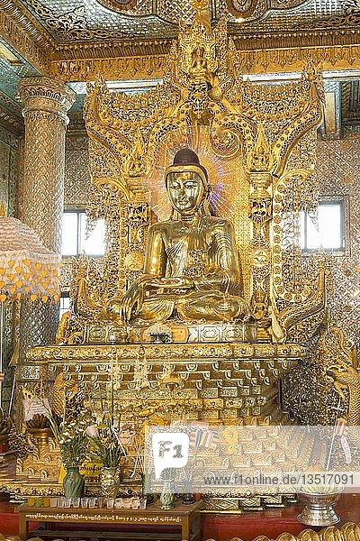 Vergoldeter sitzender Buddha  Nan Oo Buddha  Botataung Pagoda  buddhistischer Tempel  Yangon  Myanmar  Asien