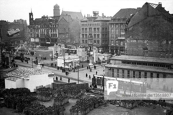 Leipziger Messe  Provisorische Messestände auf dem Markt  1950  Leipzig  Sachsen  DDR  Deutschland  Europa