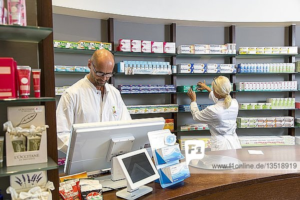 Pharmacy  pharmacist and pharmaceutical assistant  Germany  Europe