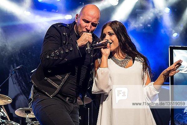 Die östereichische Symphonic-Metal-Band Serenity mit Sänger Georg Neuhauser und Sängerin Natascha Koch live in der Schüür Luzern  Schweiz  Europa