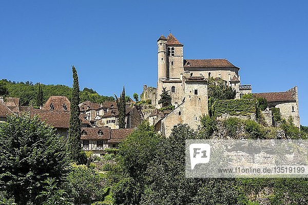 Saint-Cirq-Lapopie auf Santiago de Compostela Pilgerweg,  Les Plus Beaux Villages de France oder Die schönsten Dörfer Frankreichs,  Lot,  Occitanie,  Frankreich,  Europa