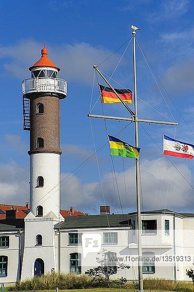 Leuchtturm Timmendorf mit Flaggenmast  Timmendorf  Insel Poel  Mecklenburg-Vorpommern  Deutschland  Europa