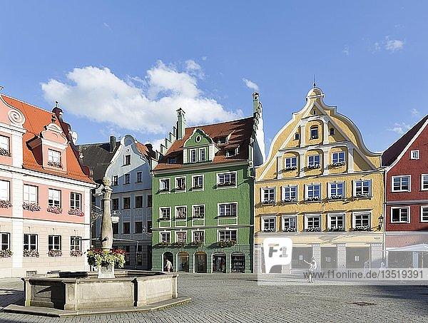 Historische Bürgerhäuser am Markt  Memmingen  Schwaben  Bayern  Deutschland  Europa