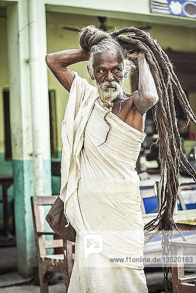 Sadhu  heiliger Mann  Yogi mit Rasta Dreadlocks Frisur  Lumbini  Nepal  Asien