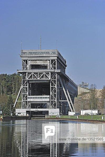 Schiffshebewerk Niederfinow  untere Einfahrt  Brandenburg  Deutschland  Europa