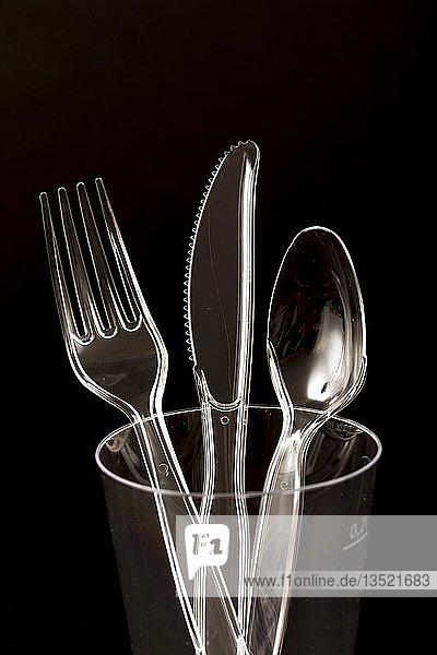 Kunststoffbesteck  Einwegbesteck  Messer  Gabeln  Löffel  Kunststoffabfälle  transparent  durchsichtig