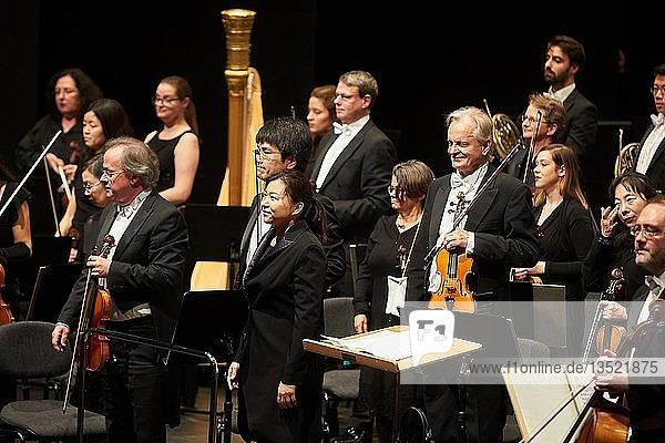 Die südkoreanische Dirigentin Shiyeon Sung mit dem Staatsorchester Rheinische Philharmonie  Konzert des Musik-Institut-Koblenz   Koblenz  Rheinland-Pfalz  Deutschland  Europa