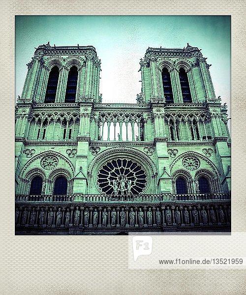 Vintage Polaroidfoto der Fassade der Kathedrale Notre Dame  Paris  Frankreich  Europa