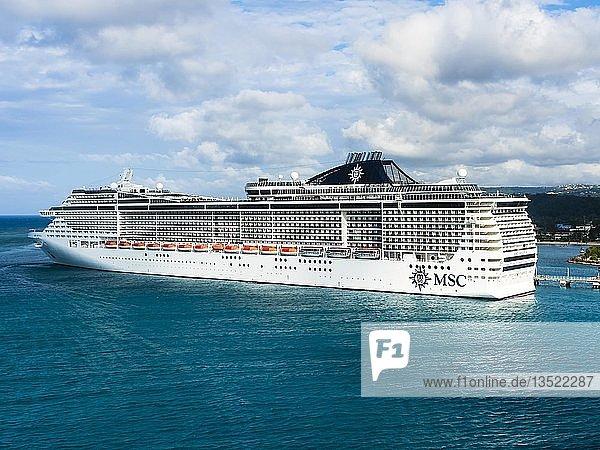 Kreuzfahrtschiff MSC Divina  Ochos Rios  Jamaika  große Antillen  Karibik  Mittelamerika