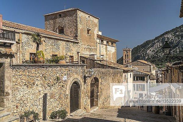 Gasse in Altstadt  Pollenca  Mallorca  Balearen  Spanien  Europa