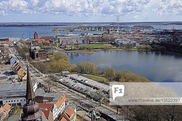 Blick von der Marienkirche über die Altstadt  Hafen und Strelasund  Stralsund  Unesco Weltkulturerbe  Mecklenburg-Vorpommern  Deutschland  Europa  ÖffentlicherGrund  Europa