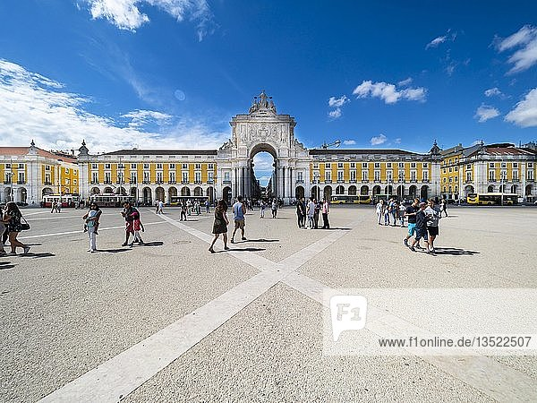 Platz des Handels  Praça do Comercio  Triumphbogen Arco da Rua Augusta  Baixa  Lissabon  Portugal  Europa