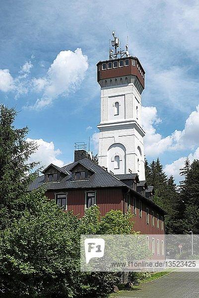 Berghotel und Aussichtsturm  Pöhlberg  Annaberg-Buchholz  Erzgebirge  Sachsen  Deutschland  Europa